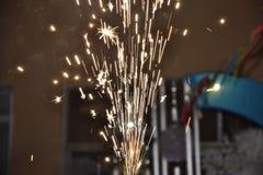 Noche blanca de los fuegos artificiales del fuego Imagen de archivo