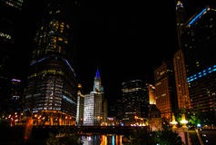 Noche céntrica de Chicago Imagenes de archivo