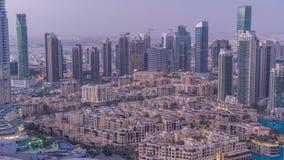 Noche céntrica de Dubai al timelapse del día Visión superior desde arriba metrajes