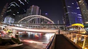 Noche céntrica de la ciudad almacen de video