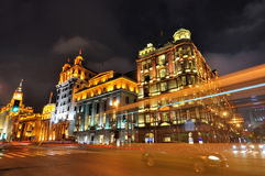 Noche de la calle y de los edificios de la Federación de China Shangai Fotos de archivo libres de regalías