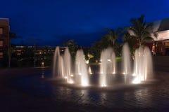 Noche de la central depuradora del centro turístico de México Imagen de archivo libre de regalías