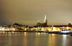 Noche de la ciudad de Dinamarca Helsingor imagenes de archivo
