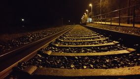 Noche de la estación de tren Fotografía de archivo