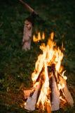 Noche de la hoguera al aire libre Fotos de archivo