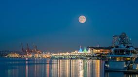 Noche de la Luna Llena en Vancouver céntrica Canadá Imagenes de archivo