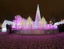 Noche de la Navidad Moscú --- Bosque de la música en viaje del ` del festival del cuadrado de Pushkin al ` de la Navidad, Rusia Imagen de archivo libre de regalías