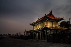 Noche de la pared de la ciudad de Xi'an Imagen de archivo libre de regalías