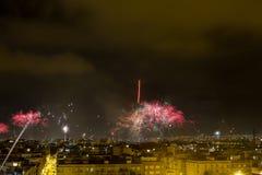 Noche de los fuegos artificiales de Alborada por una hora en la ciudad de Elche Foto de archivo