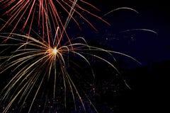 Noche de los fuegos artificiales del verano Fotografía de archivo libre de regalías