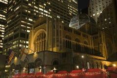 Noche de New York City de la iglesia de Bartholomew del santo Fotografía de archivo