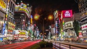 Noche de Shinjuku en Tokio imagenes de archivo