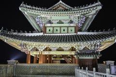 Noche del ê'€ del ¼ del  del œì del ¨ì del 'del ëdel  del ì˜ de Yeungnam-jeilgwan Daegu Corea iluminada Imagenes de archivo