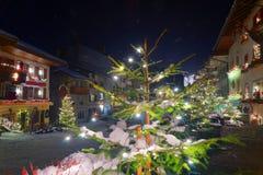 Noche del Año Nuevo en la ciudad medieval de Gruyeres Imagen de archivo libre de regalías