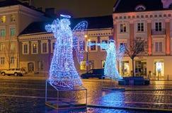 Noche del advenimiento de la Navidad en la ciudad Hall Square de Vilna Imagen de archivo libre de regalías