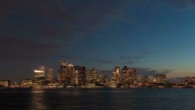 Noche del horizonte de Boston del lapso de tiempo almacen de metraje de vídeo