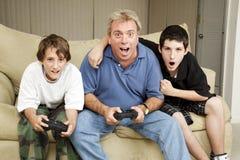 Noche del juego de la familia Foto de archivo