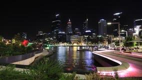 Noche del puerto deportivo de Elizabeth Quay almacen de video