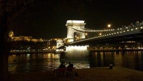 Noche el río Danubio imagen de archivo