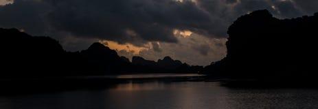 Noche en bahía larga de la ha Imagenes de archivo