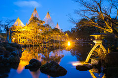 Noche en el jardín Kenroku-en Kanazawa, Japón Imagenes de archivo