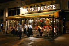 Noche en la calle de París Foto de archivo