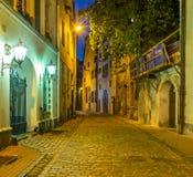 Noche en la ciudad vieja de Riga Imágenes de archivo libres de regalías