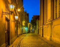 Noche en la ciudad vieja de Riga Imagen de archivo libre de regalías