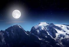 Noche en la montaña fotografía de archivo