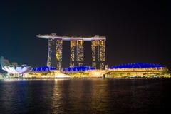 Noche en la toalla marinabay Singapur imagen de archivo