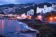 Noche en Santa Cruz en la isla de Madeira Fotos de archivo