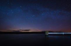 Noche estrellada en el depósito de Fontburn Fotos de archivo libres de regalías