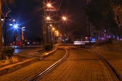 Noche ferroviaria de la calle de los citylights Fotos de archivo libres de regalías