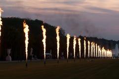 Noche, fuego y canal magnífico en el Fountai Fotografía de archivo libre de regalías