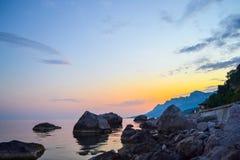 Noche hermosa y puesta del sol colorida Fotografía de archivo