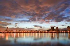 Noche, horizonte en Taiwán Taipei Imagenes de archivo
