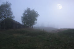 Noche iluminada por la luna en la aldea abandonada Fotografía de archivo libre de regalías