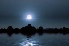 Noche justa en la orilla del lago Foto de archivo