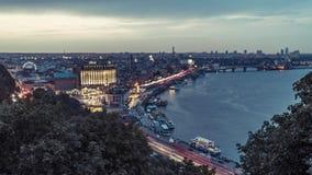 Noche Kiev Timelapse Parte central de la ciudad de Kyiv y del río de Dnieper metrajes
