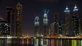 Noche-lapso de Dubai de la bahía del negocio metrajes