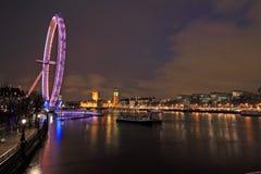 Noche a lo largo del río Thames Imagen de archivo libre de regalías