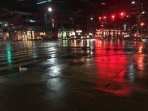 Noche mojada de la ciudad Foto de archivo libre de regalías