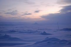 Noche polar en la tundra del invierno (Siberia del norte) Imagen de archivo libre de regalías