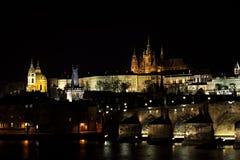 Noche Prag - nocni Praga de Hradcana Foto de archivo