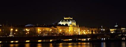Noche Prag - nocni Praga del teatro nacional Imagenes de archivo