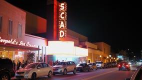 Noche que establece el tiro del teatro del SCAD en sabana almacen de metraje de vídeo