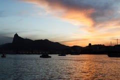 Noche Rio de Janeiro de la puesta del sol de Corcovado imagenes de archivo