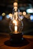 Noche romántica con el fondo de la luz de una vela y del bokeh Año Nuevo a Fotos de archivo libres de regalías