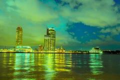 Noche Rotterdam, Países Bajos foto de archivo