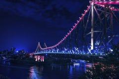 Noche-scape del puente de la historia de Brisbane Foto de archivo libre de regalías